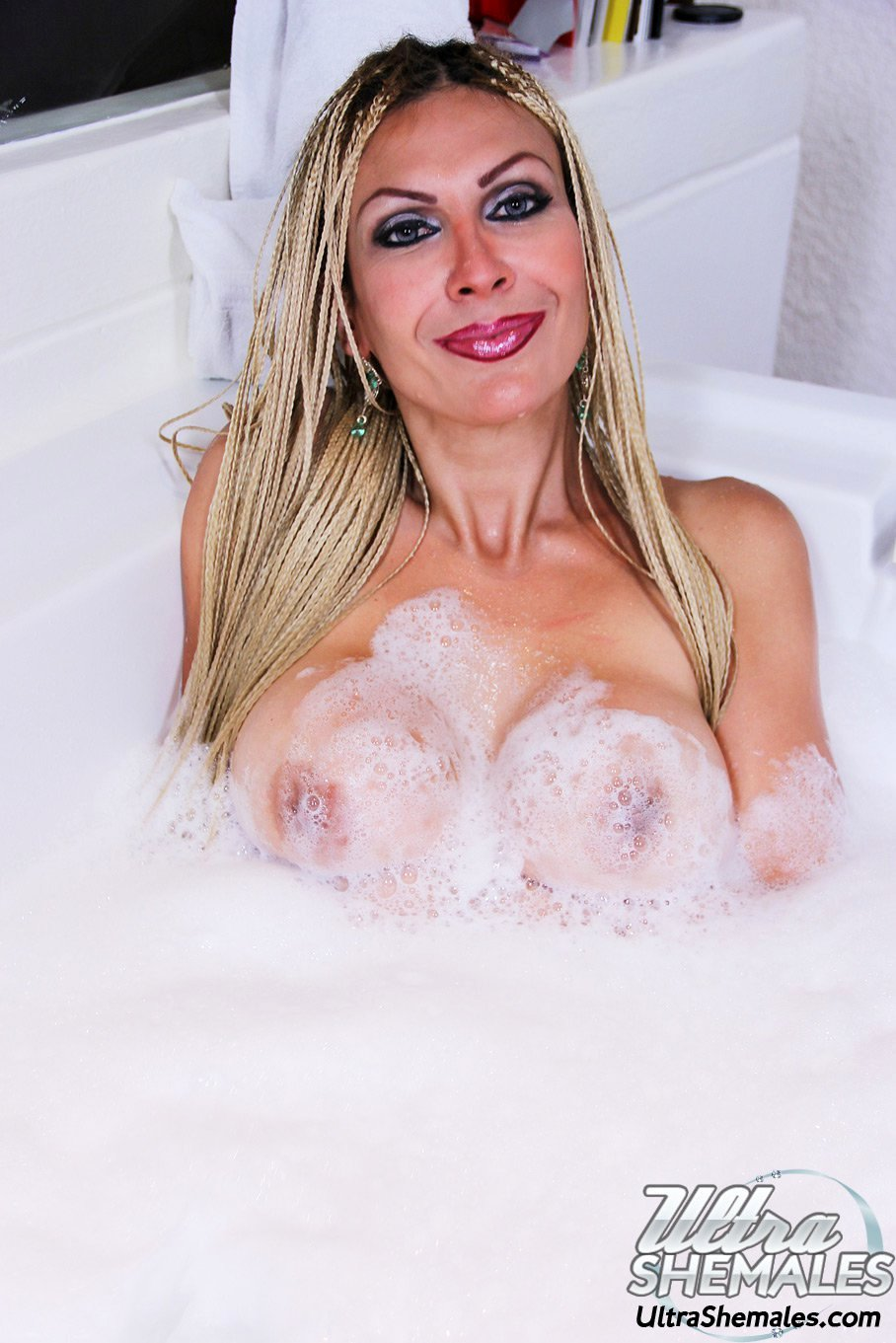A MILFY T-Girl With Very Huge Boobs In The Jaccuzzi