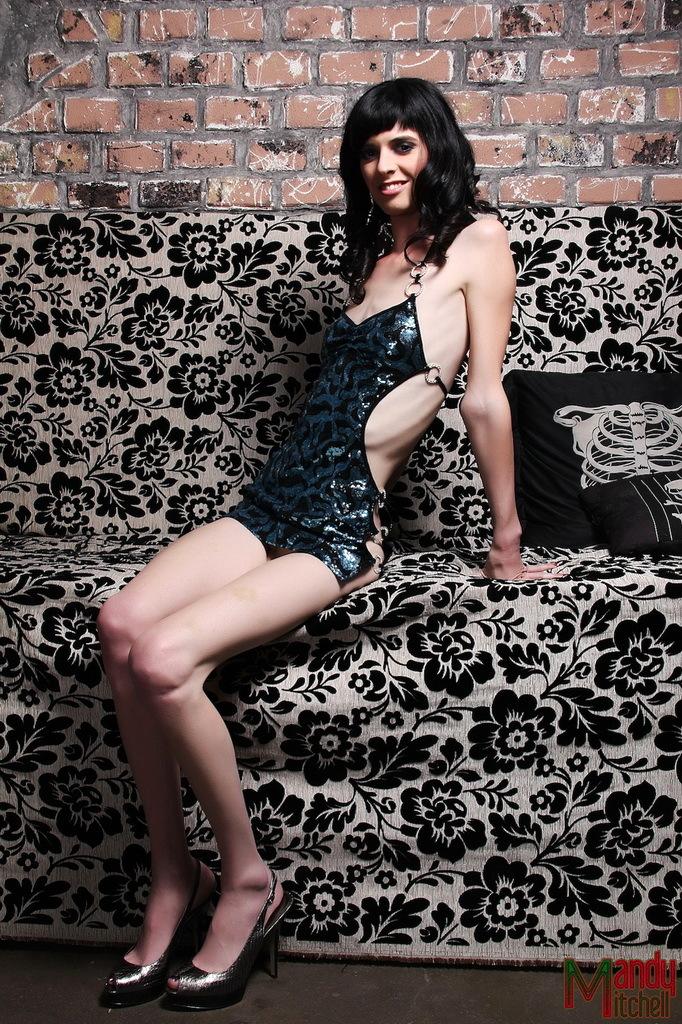 Brunette Hottie Mandy Exposing Her Perfect Body