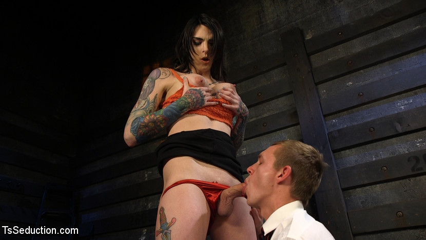 Flirtatious Tattooed Bartender Tranny Chelsea Marie Serves It Raw To Naughty Patron