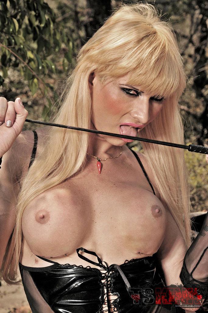 Hung Fetish T-Girl Domme Thayla Oliveira
