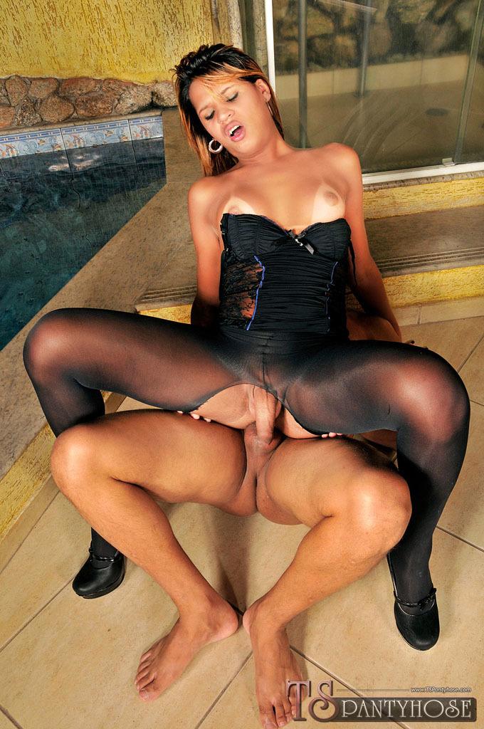 Ladyboy Babe Bianca Alves Gets Destroyed