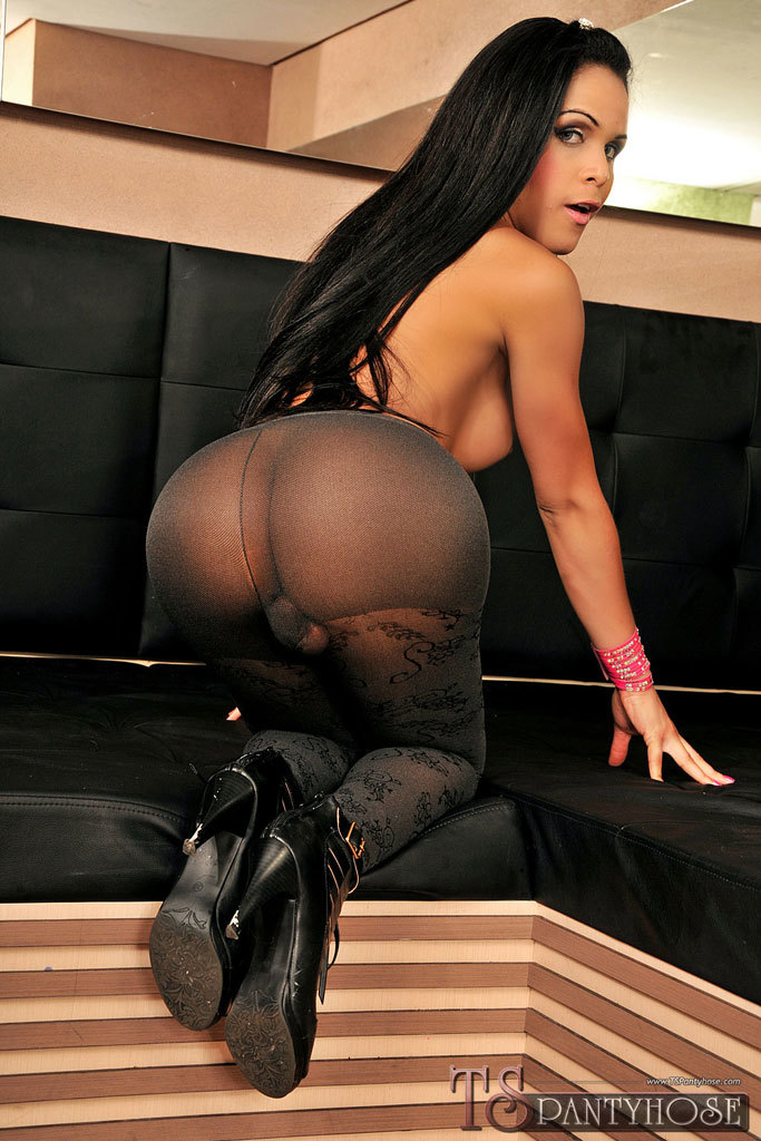 Provoking Enormous Cock T-Girl In Pantyhose Gets Smashed