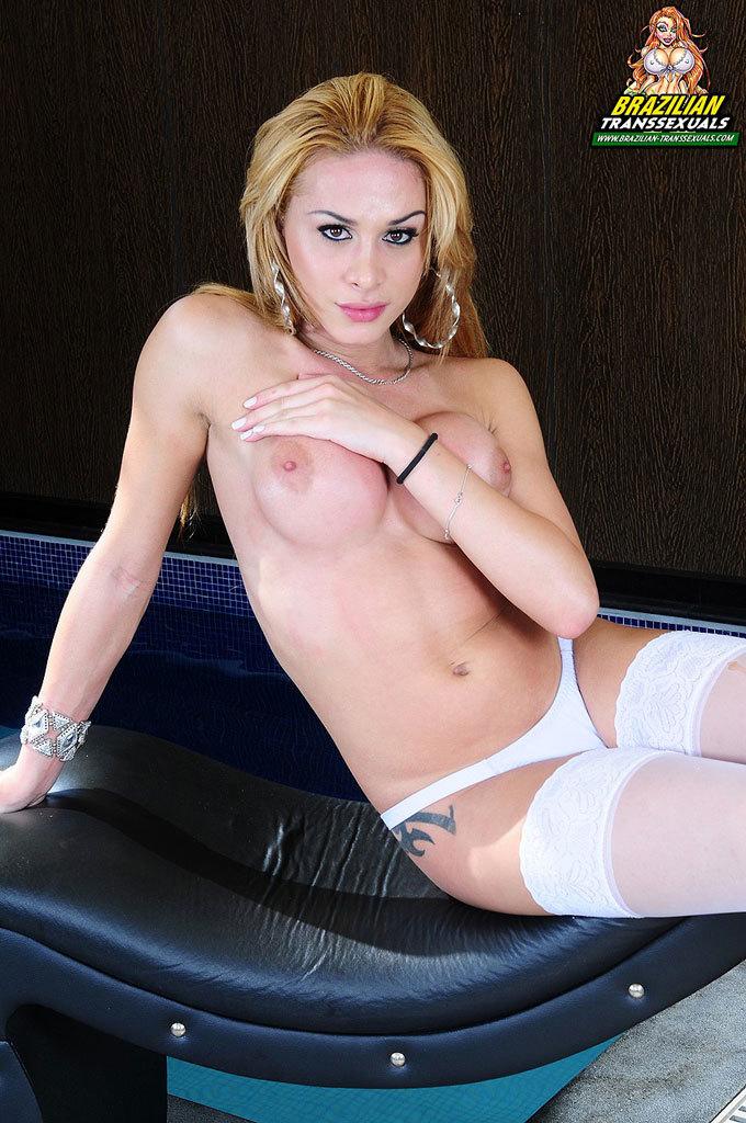 Smoking Inviting Blonde Tray Babe!
