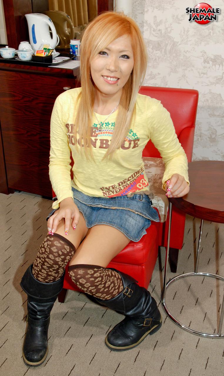 T-Girl Japan: Kana – Flirty And Fun Newhalf!