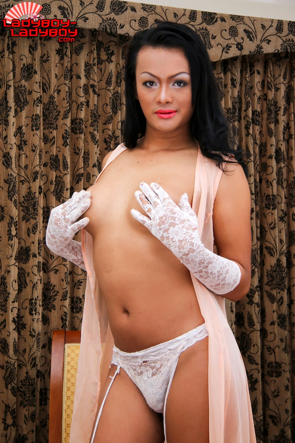 Tong Is A Provocative Girl With A Suggestive Curvy Body, A Cute Thick Ass,