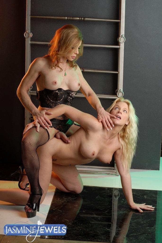 TS Jasmine Getting Her Raw Juicy Penis Sucked By Heidi