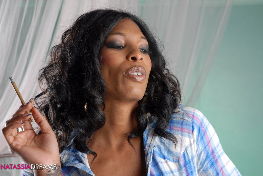 Nasty Ebony TS Babe Smoking A Cigarello